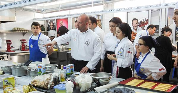 EMU Hosts World-Famous Confectionery Chef Rene Klinkmüller